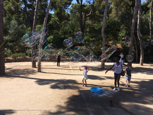 Kids playing with giant bubbles in Parc Guel